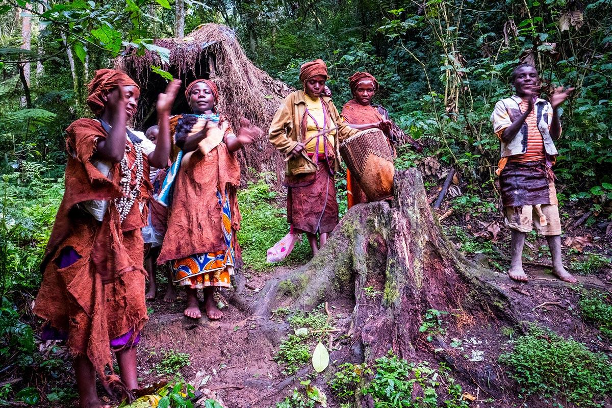 Day 3: from Lake Mburu N.P. to Bwindi - encounter with the Batwa