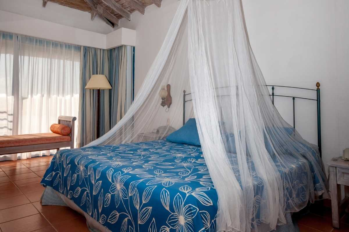 Beds with mosquito nets are a standard in Ugandan hotels & lodges. Travel health advisory for protection against Malaria in Uganda